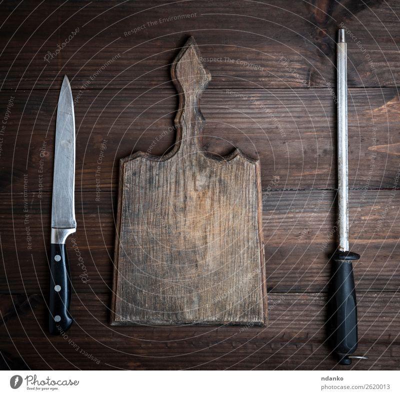 altbraunes Holzschneidebrett Messer Tisch Küche Natur retro Hintergrund blanko Holzplatte zerkleinernd Koch Essen zubereiten geschnitten leer Lebensmittel