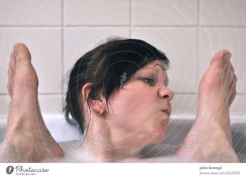 Rochen Mensch Jugendliche Wasser weiß schön Freude Gesicht Erwachsene feminin Metall Fuß Zusammensein dreckig Schwimmen & Baden 18-30 Jahre Bad