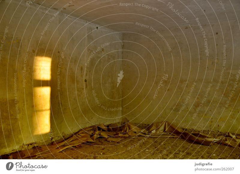 Garnison alt Haus Fenster Wand Wärme Mauer Gebäude Stimmung braun Raum kaputt Hoffnung Wandel & Veränderung Ecke Vergänglichkeit Bauwerk