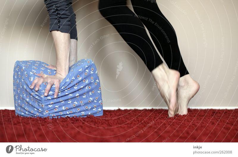 hometraining Gesundheit Freizeit & Hobby Spielen Häusliches Leben Raum Sportler Turnen Erwachsene Arme Beine 1 Mensch Würfel sportlich Gefühle Stimmung Tugend
