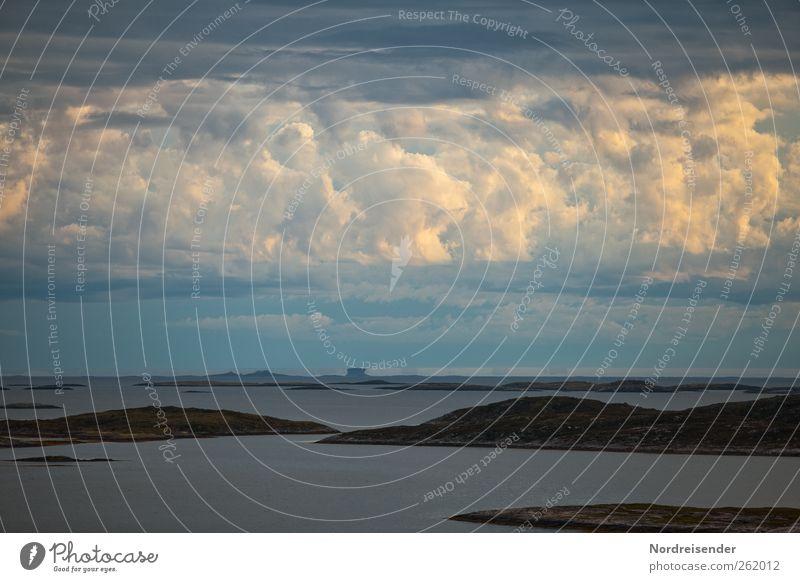 Parallelwelten Natur blau weiß Meer ruhig Landschaft Freiheit Küste Stimmung Klima Abenteuer Insel Urelemente Hügel Sehnsucht Glaube