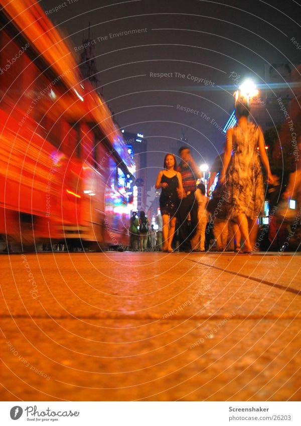 Shanghai Nightlife Mensch Verkehr Eisenbahn China Nachtleben Asien Nanjing Lu