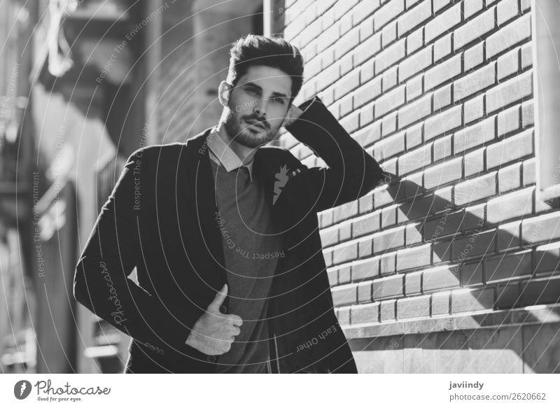 Attraktiver Mann auf der Straße im eleganten britischen Anzug. Lifestyle Stil schön Haare & Frisuren Mensch maskulin Junger Mann Jugendliche Erwachsene 1