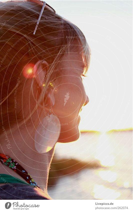 des Jägers Frau 2 Mensch Jugendliche schön Gesicht Erwachsene feminin Kopf Haare & Frisuren 18-30 Jahre Ohr Junge Frau Schmuck Ohrringe Accessoire Frauengesicht