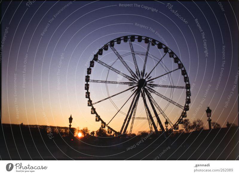 [333]Ein Tag in Paris beginnt... Himmel Zufriedenheit ästhetisch Warmherzigkeit rund Laterne Wolkenloser Himmel Rad Paris drehen analog Rahmen Vorfreude Riesenrad Vignettierung Sonnenuntergang