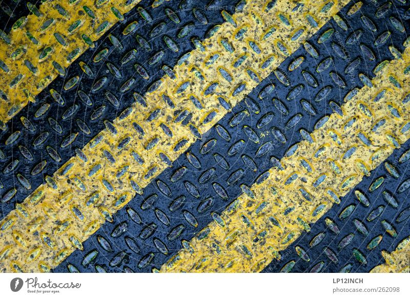 Tabuzone schwarz gelb Schilder & Markierungen gefährlich Bodenbelag Hinweisschild stehen Streifen Baustelle bedrohlich Zeichen Stahl Risiko Wachsamkeit Verbote