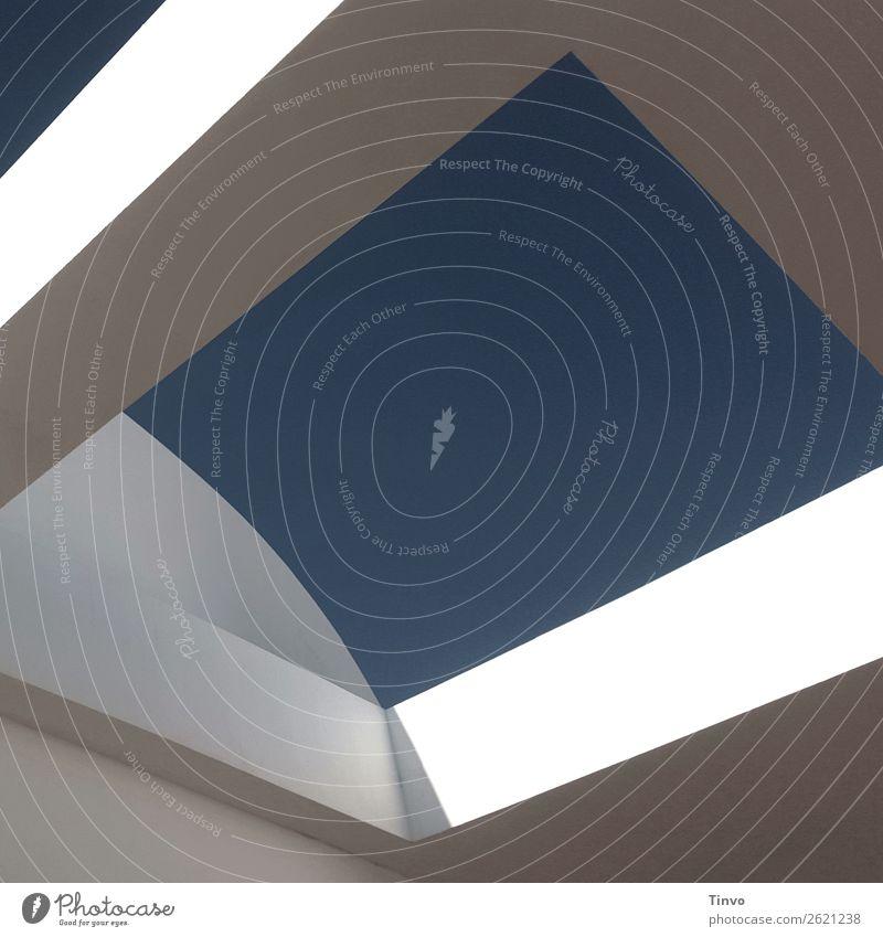 Architektonisches Element Architektur Himmel Wolkenloser Himmel Stadt Mauer Wand Gebäudeteil blau weiß Kreativität Hohlquader Perspektive Strukturen & Formen