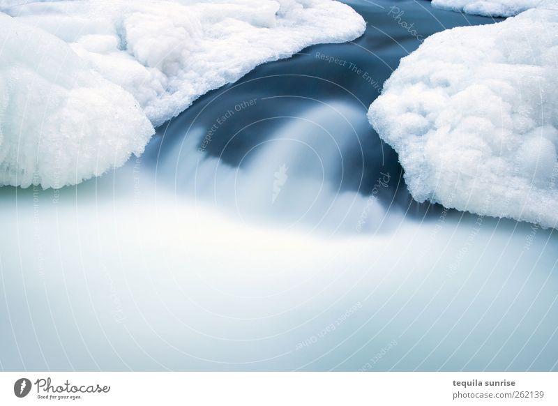 Winterbach Umwelt Natur Urelemente Wasser Klima Eis Frost Schnee Gletscher Wellen Flussufer Wasserfall Stromschnellen frieren kalt nass blau weiß fließen