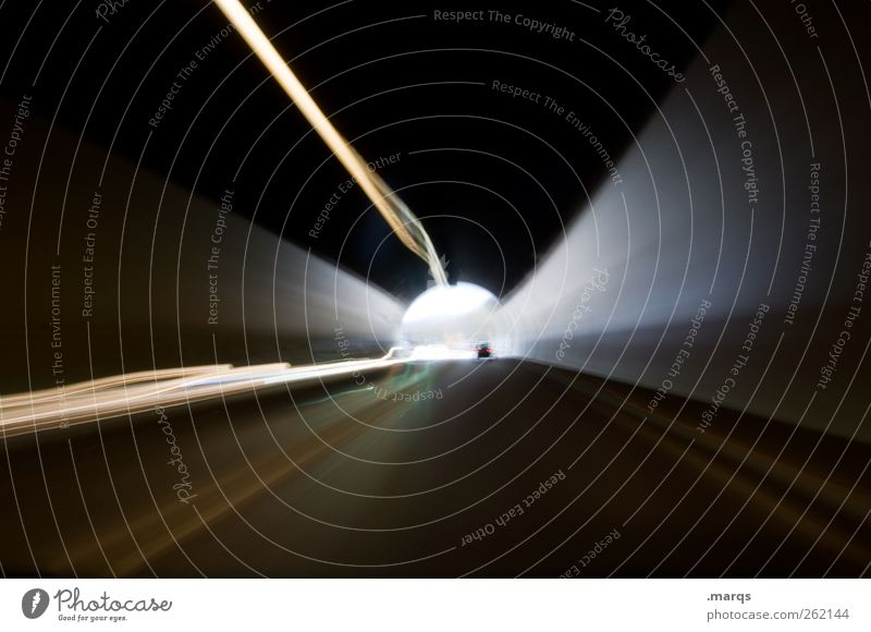 In Fahrt Straße dunkel Freiheit Wege & Pfade Verkehr Geschwindigkeit Zukunft Wandel & Veränderung fahren Ziel Güterverkehr & Logistik Verkehrswege Tunnel Straßenverkehr Fortschritt