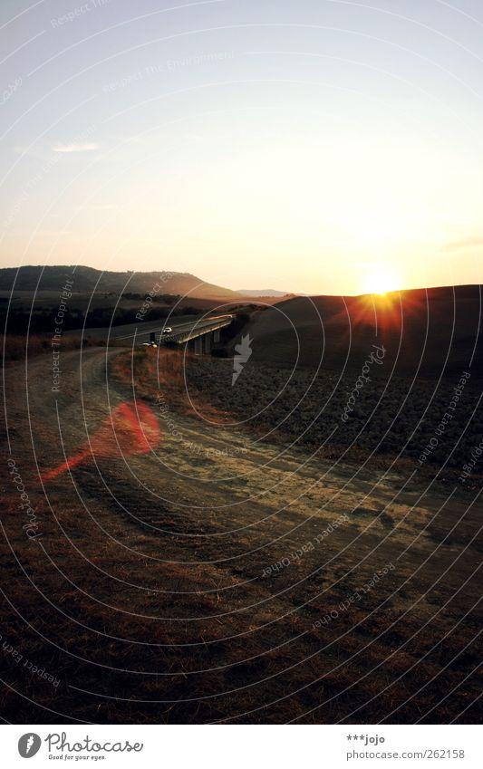 ein bild (von wegen!) Landschaft leuchten Toskana Blendenfleck Wege & Pfade Fußweg Brücke Italien Straße Hügel Ferien & Urlaub & Reisen Feld Kulturlandschaft