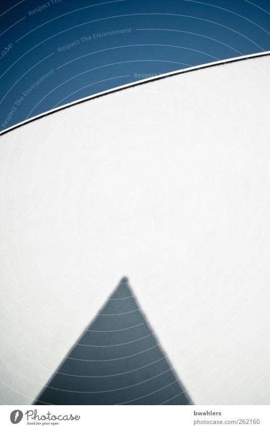Formen Himmel Stadt Haus Wand Architektur Mauer Gebäude modern Bauwerk Stadtzentrum Wolkenloser Himmel