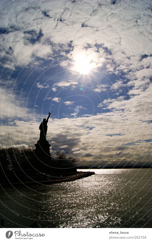 Broken Down Liberty blau weiß Stadt schwarz Freiheit groß frei Tourismus außergewöhnlich Wachstum Kultur Warmherzigkeit Schutz Unendlichkeit Frieden Wahrzeichen