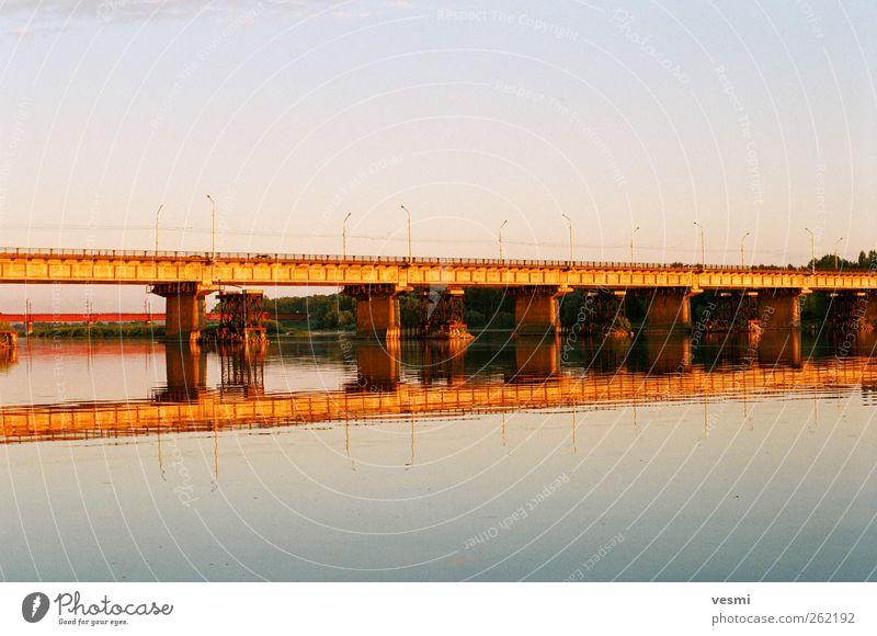 Brücke Himmel Wasser Sommer gelb Architektur Horizont Beton Verkehr Fluss Idylle Bauwerk Autobahn Verkehrswege Verbindung Stress
