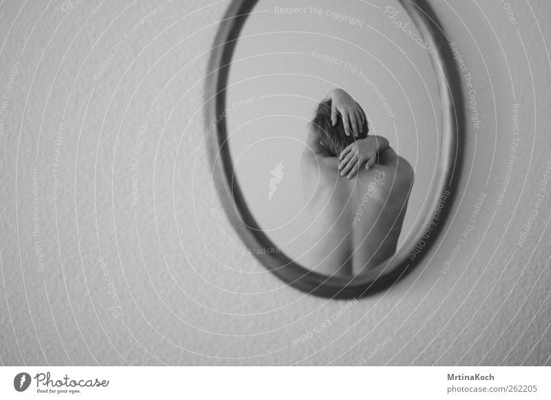 norden. Mensch feminin Junge Frau Jugendliche Erwachsene Rücken 18-30 Jahre Gefühle Traurigkeit Müdigkeit Schmerz Sehnsucht Heimweh Enttäuschung Einsamkeit