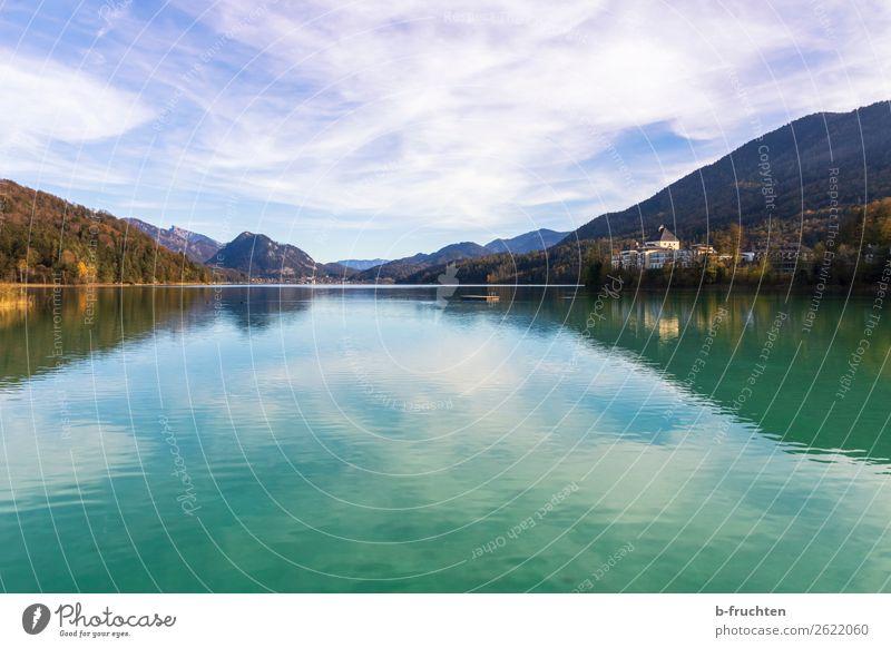 See mit Schloss und Berge im Hintergrund Freizeit & Hobby Ferien & Urlaub & Reisen Berge u. Gebirge Natur Landschaft Himmel Wolken Herbst Schönes Wetter Wald