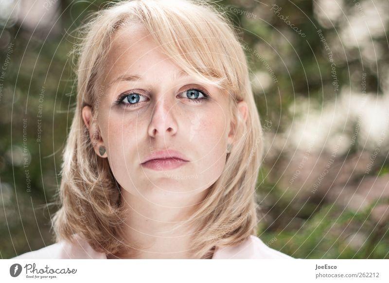 #262212 Junge Frau Jugendliche Gesicht Haare & Frisuren blond langhaarig beobachten Erholung glänzend leuchten träumen Traurigkeit Coolness trendy schön