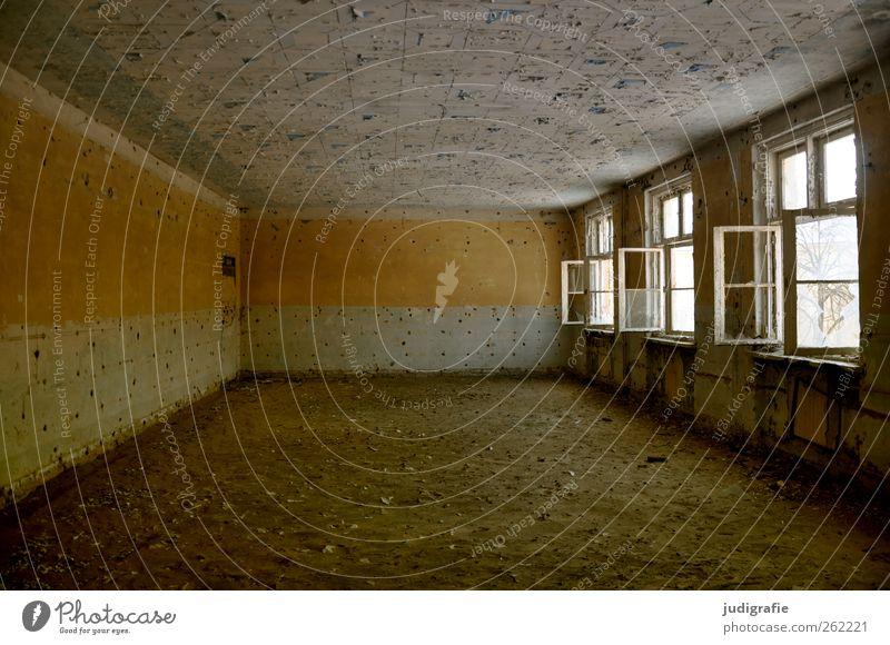 Garnison alt Haus Fenster Wand Farbstoff Mauer Gebäude Stimmung leer kaputt Wandel & Veränderung Vergänglichkeit Vergangenheit Unbewohnt