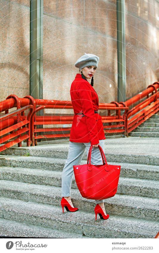 Mode-Porträt Lifestyle elegant Stil Design schön Leben Mensch Junge Frau Jugendliche Erwachsene Dorf Stadt Bekleidung Jacke Accessoire Ring Tasche Hut