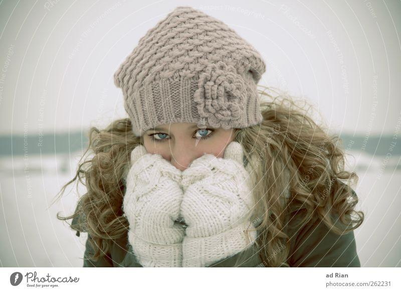 behind blue eyes feminin Junge Frau Jugendliche Haare & Frisuren Gesicht Auge 1 Mensch 18-30 Jahre Erwachsene Winter Eis Frost Schnee frieren glänzend blond