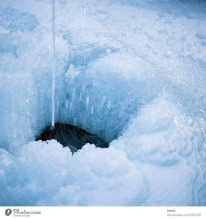 Wassereis Winter Eis Frost Coolness fest Flüssigkeit kalt blau schwarz Klima gefroren Springbrunnen Wasserstrahl Farbfoto Gedeckte Farben Außenaufnahme