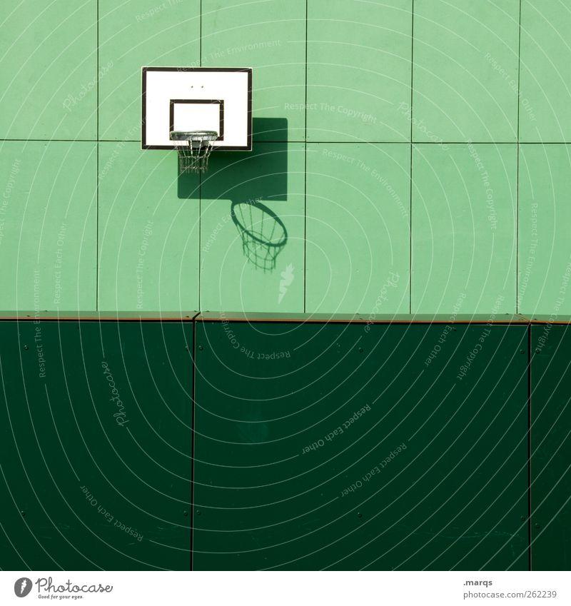 Streetball Freizeit & Hobby Erfolg Basketballkorb Sportstätten Mauer Wand Fassade Spielen trendy grün Freude Farbe Fitness Konkurrenz Farbfoto Außenaufnahme