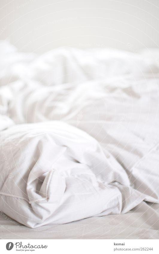 Best place in town weiß hell Innenarchitektur Wohnung frisch Häusliches Leben Bett Wäsche waschen Schlafzimmer Bettdecke Haushaltsführung Leinentuch Kopfkissen