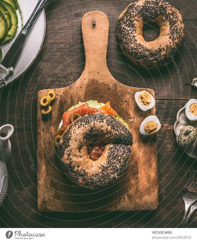 Belegtes Bagel Brötchen Lebensmittel Ernährung Frühstück Mittagessen Stil Design Häusliches Leben Belegtes Brot Snack Feinschmecker Essen zubereiten Lachs Ei