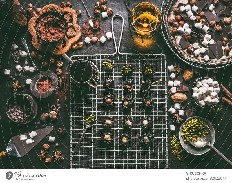 Pralinen selber machen Lebensmittel Kuchen Dessert Süßwaren Schokolade Ernährung Festessen Getränk Kakao Alkohol Spirituosen Stil Design Häusliches Leben Tisch