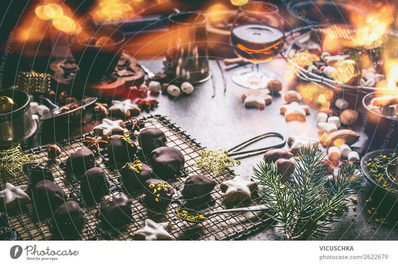 Weihnachtsküche mit Schokolade und Plätzchen Lebensmittel Dessert Süßwaren Kräuter & Gewürze Ernährung Festessen Geschirr kaufen Stil Design Winter