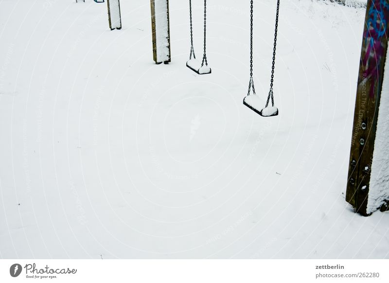 Schaukel Natur Winter Umwelt kalt Spielen Schneefall hell Wetter Freizeit & Hobby Klima Lifestyle Frost Schaukel Spielplatz Klimawandel Winterurlaub