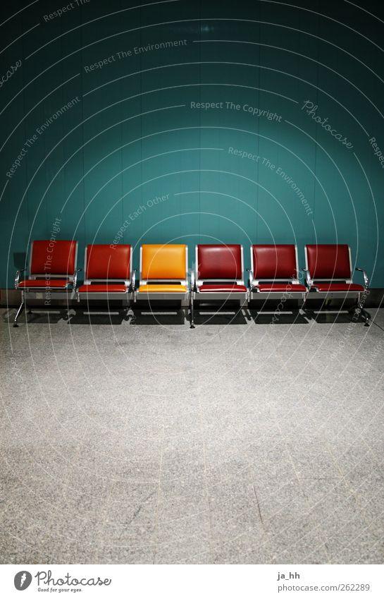 Außenseiter Ferien & Urlaub & Reisen Stadt rot Einsamkeit gelb Wand Mauer Architektur sitzen warten leer Beton Stuhl Möbel türkis Paris