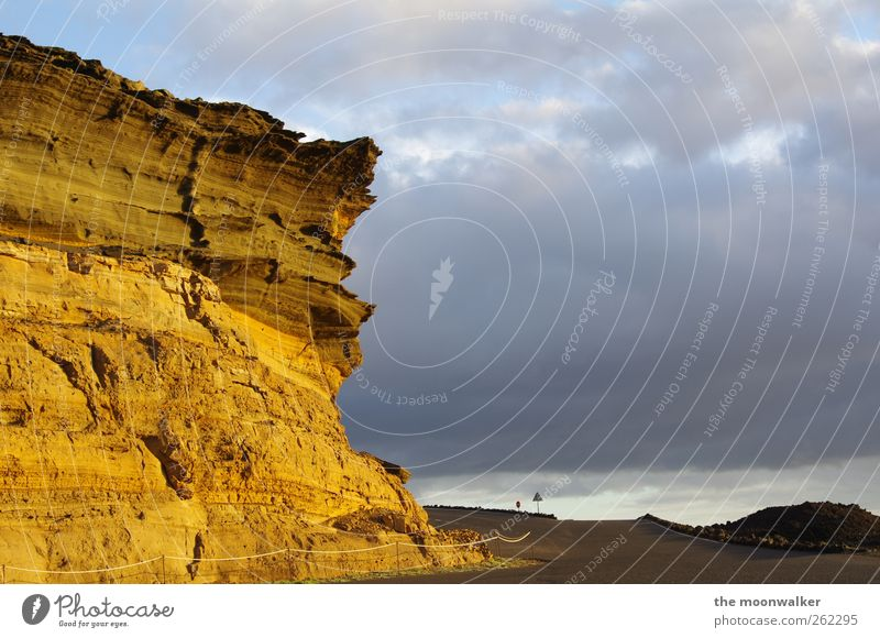 highway to hell Sommer Sommerurlaub Sonne Landschaft Wolken Sonnenaufgang Sonnenuntergang Felsen El Golfo Lanzarote Europa Afrika Menschenleer Verkehrswege