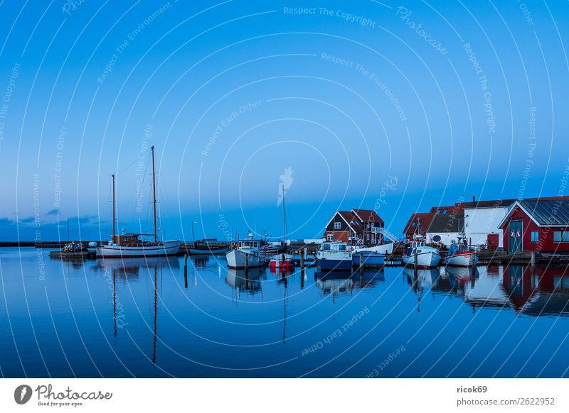 Blick auf den Hafen von Klintholm Havn in Dänemark Ferien & Urlaub & Reisen Natur blau Wasser Landschaft rot Haus Erholung Wolken Architektur Küste Gebäude