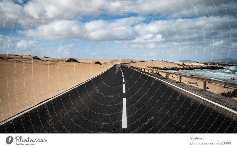 Highway to ..... Sand Himmel Wolken Wellen Küste Meer Insel Wüste Verkehrswege Straße Autobahn entdecken fahren schwarz Fuerteventura Corralejo Fahrbahn Ferne