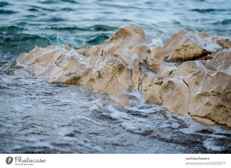 Strand auf Kreta im Sommer Crete Griechenland Urlaub mediterran Meer Ufer Felsen Wasser Sonne sonnig Sonnenlicht Himmel warm blau Ansicht malerisch Sicht