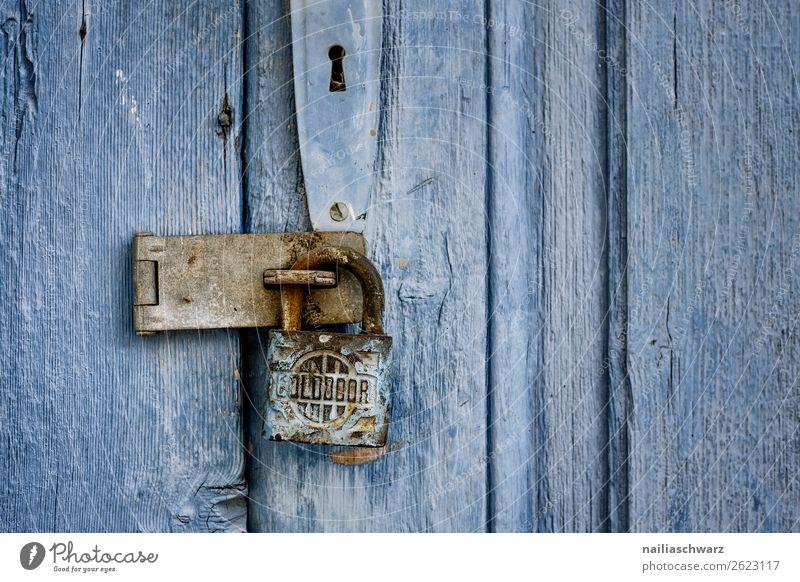 Verschlossen Ferien & Urlaub & Reisen Natur alt Sommer blau schön Haus dunkel Holz Wand Mauer Dekoration & Verzierung Metall retro Tür einzigartig