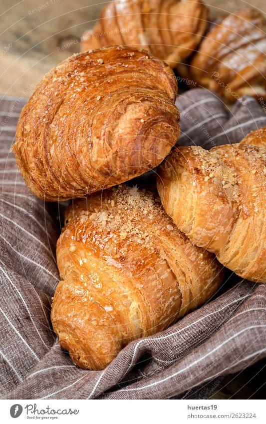 frisch gebackene Brötchen mit Mandeln, Croissants, etc. Lebensmittel Dessert Süßwaren Frühstück lecker Tradition Brioches Kuchen Bonbon Bäckerei gebastelt süß
