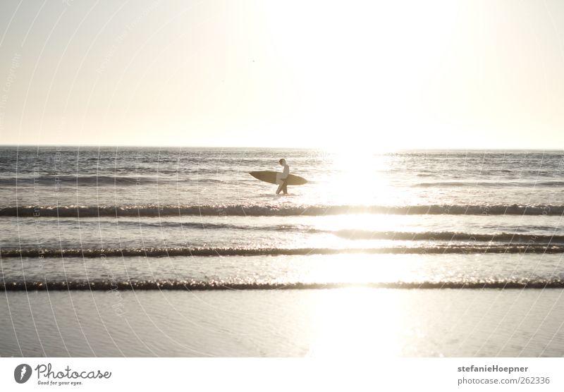 quarter of paradise Lifestyle Sommer Sommerurlaub Sonne Strand Meer Wellen Sport Wassersport Surfen 1 Mensch Zufriedenheit Lebensfreude Freiheit