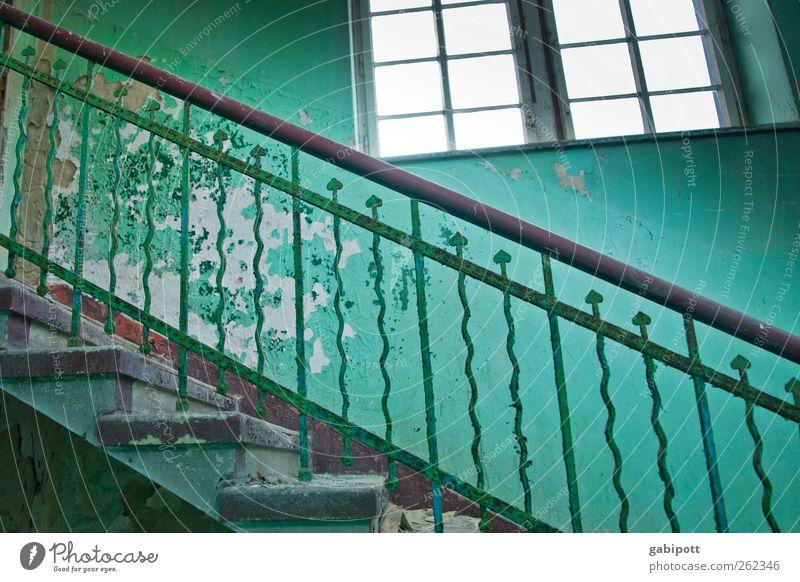 Stufen alt blau grün Fenster Wand Architektur Bewegung Mauer Gebäude Treppe kaputt Häusliches Leben Wandel & Veränderung retro einzigartig Vergänglichkeit