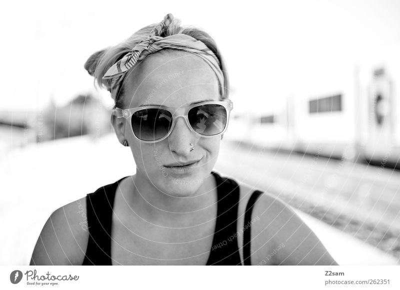 verschmitzt, verschmitzt! Jugendliche schön Ferien & Urlaub & Reisen Erwachsene feminin Freiheit lachen Glück Stil Zufriedenheit blond Freizeit & Hobby natürlich Ausflug Abenteuer Perspektive