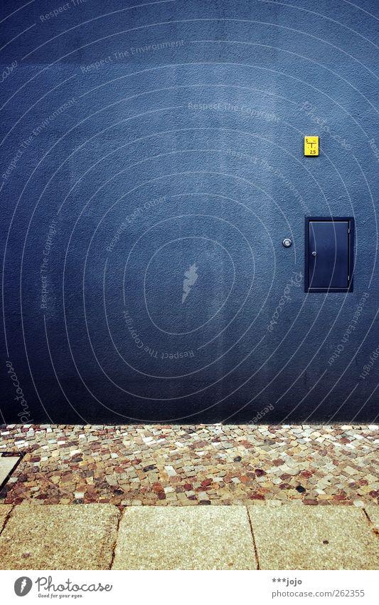the great nothing. blau Farbe gelb Wand Architektur Mauer Gebäude Fassade Schilder & Markierungen Beton modern trist Kopfsteinpflaster Textfreiraum Geometrie Pflastersteine