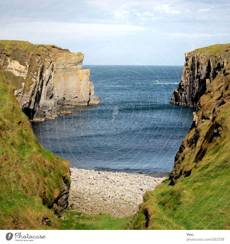 Irland Ferien & Urlaub & Reisen Ferne Freiheit Umwelt Natur Landschaft Wasser Himmel Wolken Schönes Wetter Pflanze Gras Felsen Wellen Küste Strand Bucht Meer