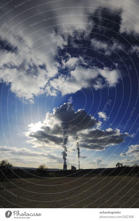 Wolkenmaschine Himmel Natur blau weiß Sonne Wolken Umwelt Landschaft Energiewirtschaft Klima Schornstein Klimawandel Umweltverschmutzung Kohlendioxid Wasserdampf Stromkraftwerke
