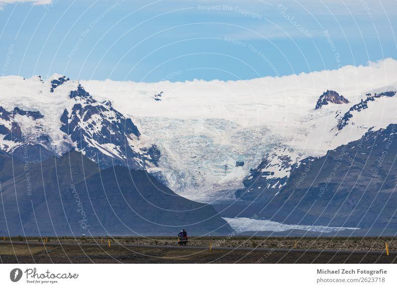 zwei einsame Fahrradfahrer auf der Hauptstraße schön Ferien & Urlaub & Reisen Tourismus Schnee Berge u. Gebirge Natur Landschaft Himmel Wolken Felsen Gletscher