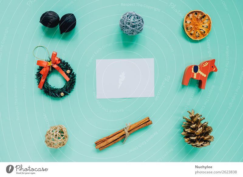 Kreative flache Auflage von Weihnachtsornamenten Kräuter & Gewürze Lifestyle Design Glück Winter Dekoration & Verzierung Feste & Feiern Weihnachten & Advent