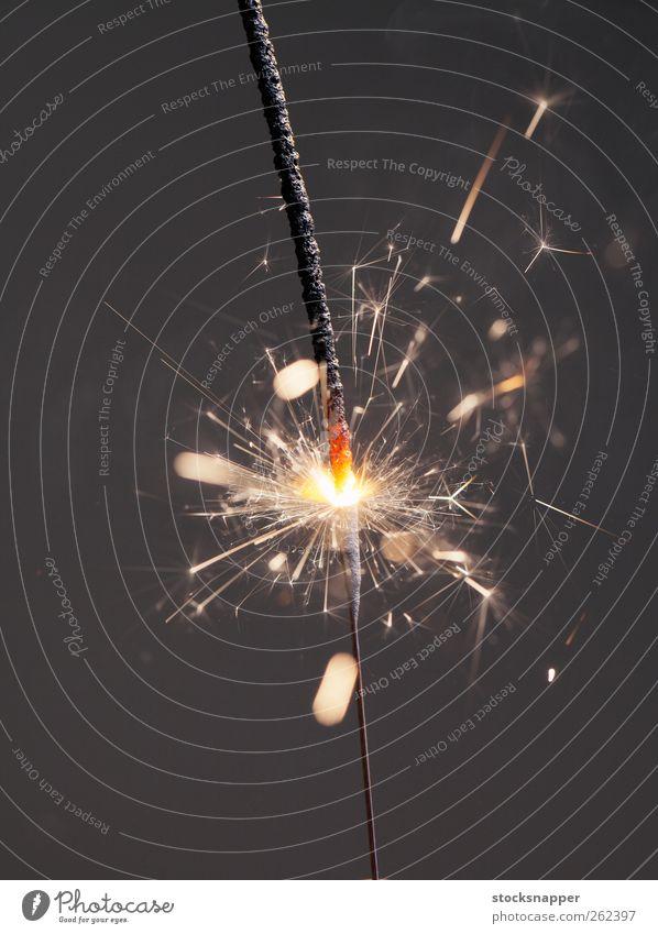 Wunderkerze Licht Menschenleer Objektfotografie Nahaufnahme brennen Beleuchtung glänzend Feuer Feste & Feiern Pyrotechnik