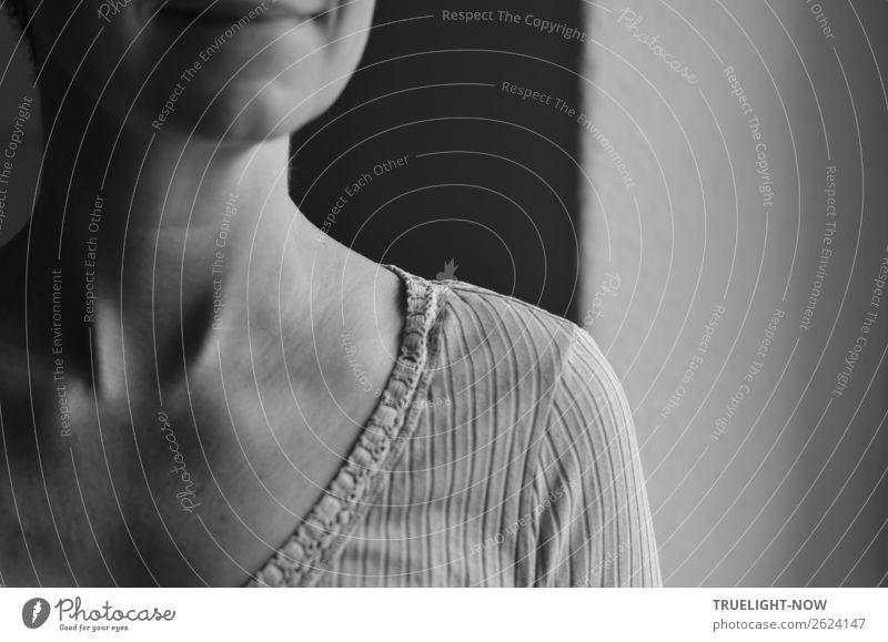 Frau am Fenster im Morgenlicht (Detail) Lifestyle Stil schön Wellness harmonisch Wohlgefühl Zufriedenheit Sinnesorgane Erholung ruhig Häusliches Leben Wohnung