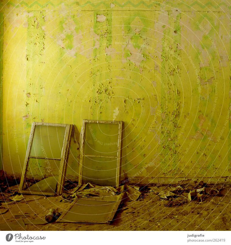 Garnison Haus Ruine Bauwerk Gebäude Architektur Mauer Wand Fenster alt kaputt trashig gelb Verfall Vergangenheit Vergänglichkeit Wandel & Veränderung Zerstörung