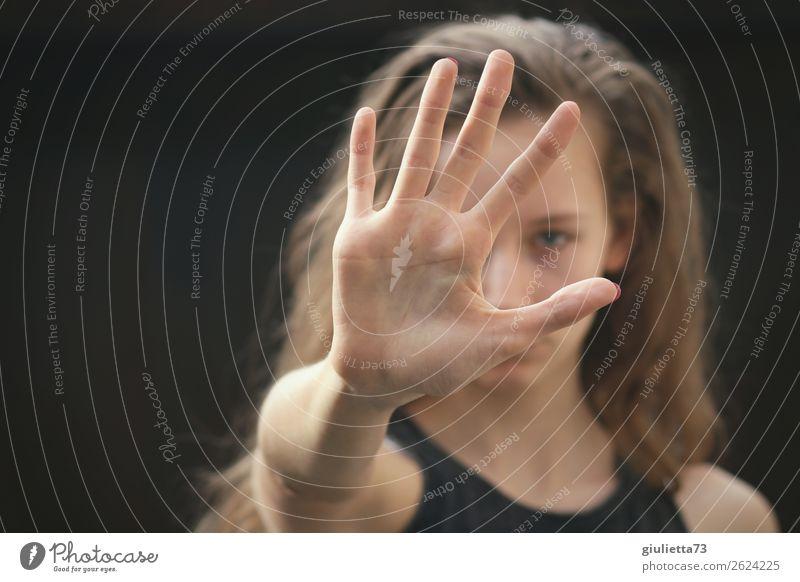Nein!!! | Teenager Mädchen zeigt Stop-Hand feminin Junge Frau Jugendliche 1 Mensch 8-13 Jahre Kind Kindheit 13-18 Jahre Sommer langhaarig Kommunizieren