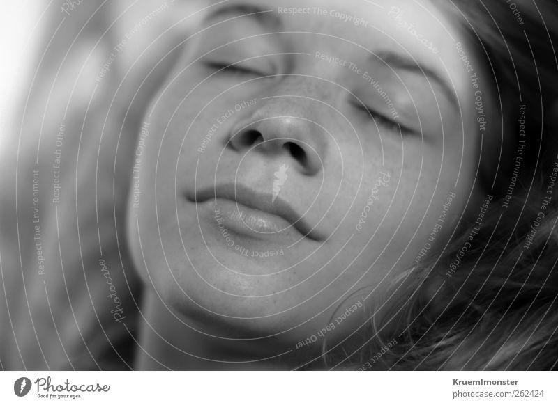 Nova feminin Frau Erwachsene Jugendliche 1 Mensch 18-30 Jahre blond schön kuschlig natürlich niedlich weich Gelassenheit geduldig schlafen Lächeln
